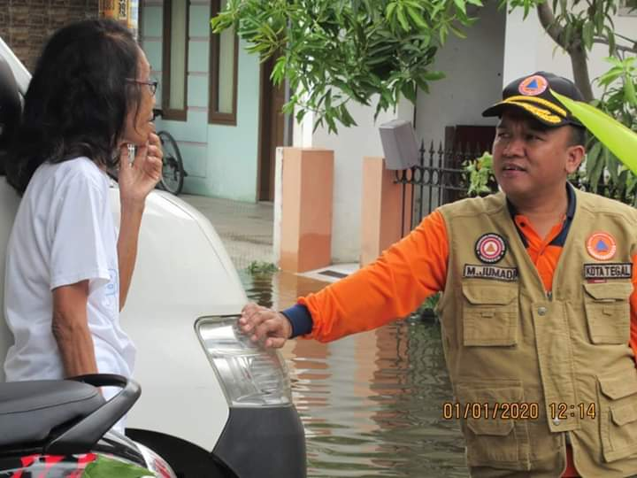 Pastikan Kondisi Warga, Wakil Walikota Tegal Muhamad Jumadi ST.M.M Tinjau Warga Terdampak Banjir