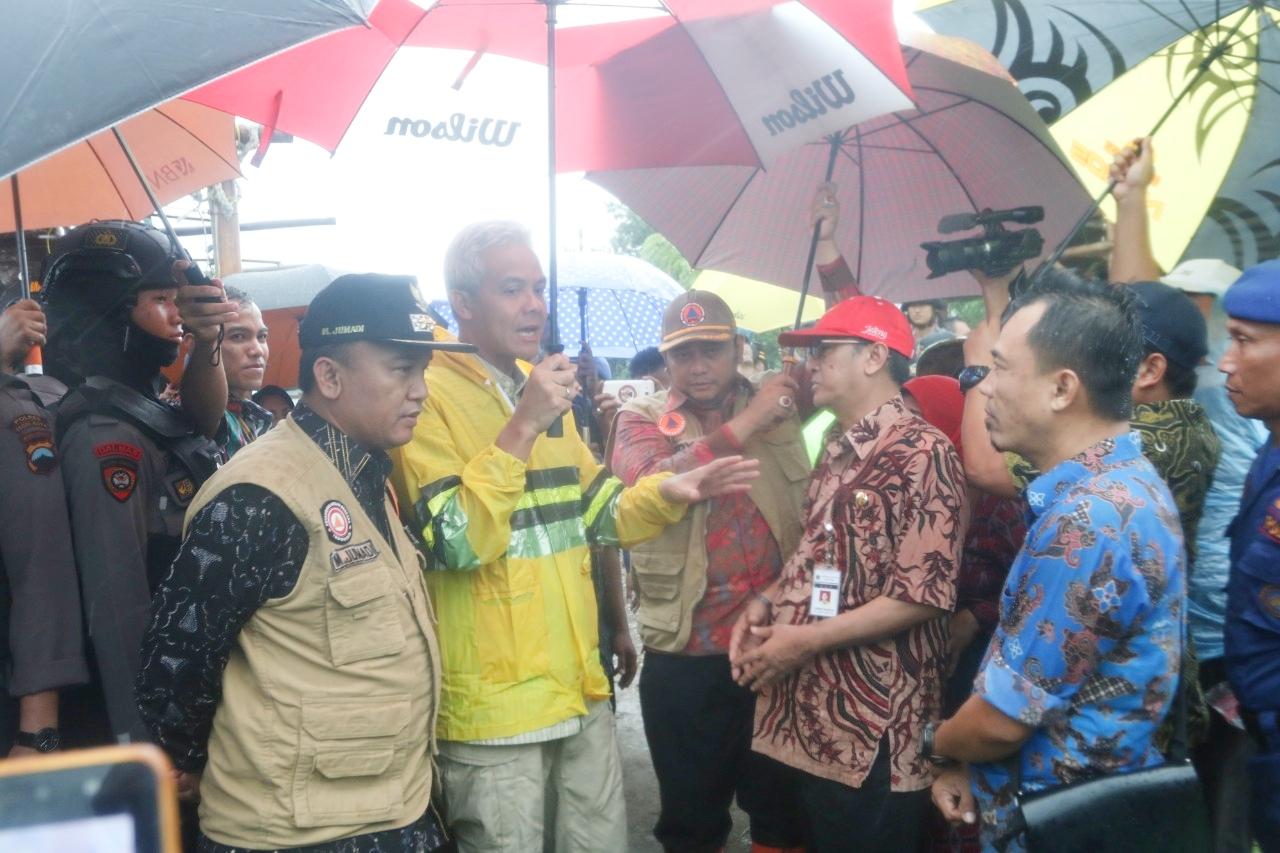 Didampingi Walikota dan Wakil Walikota Tegal, Ganjar: Ganti Nama Kali Bacin Dengan Kali Wangi