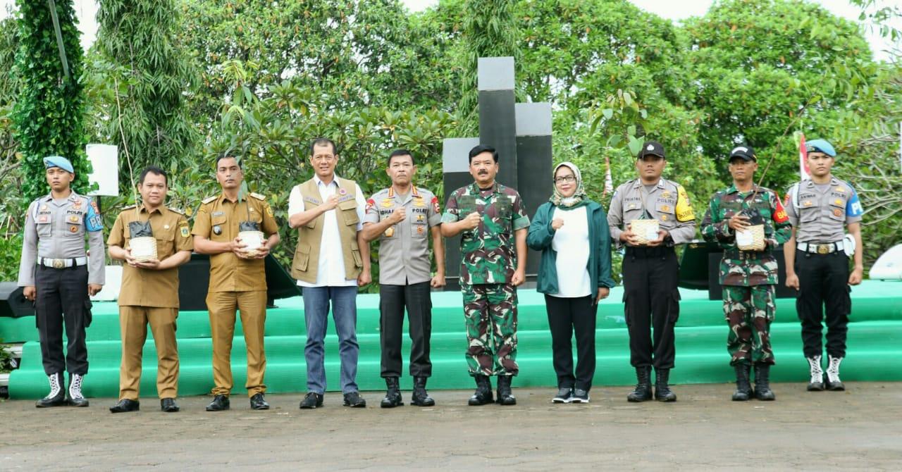 Sejuta Pohon Sedunia, Panglima TNI dan Kapolri Tanam 2020  Pohon