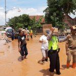 Aksi Kepedulian Polsek Gringsing Pasca Hujan Deras di Batang