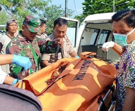 BPBD Kota Tegal Evakuasi Jenazah Tanpa Identitas di Polder Bayeman