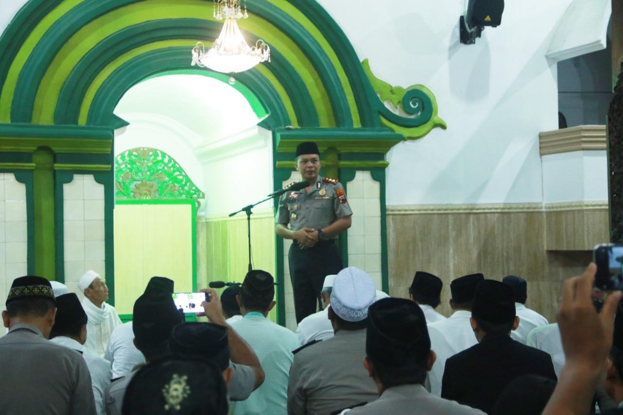 Melalui Sholat Subuh Berjamaah, Kapolres Batang Guyubkan Umat