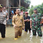 Didampingi Dandim dan Kapolres, Bupati Batang Tinjau 8 Titik Banjir di Batang