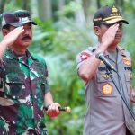 Panglima TNI Bersama Kapolri Tinjau dan Pimpin Apel Prajurit di Pulau Sebaru