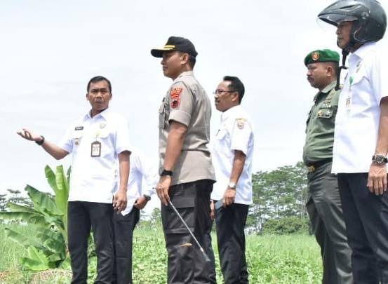 Bupati dan Wakil Bupati  Batang Tinjau Rencana Tempat Pembuangan Akhir Limpung