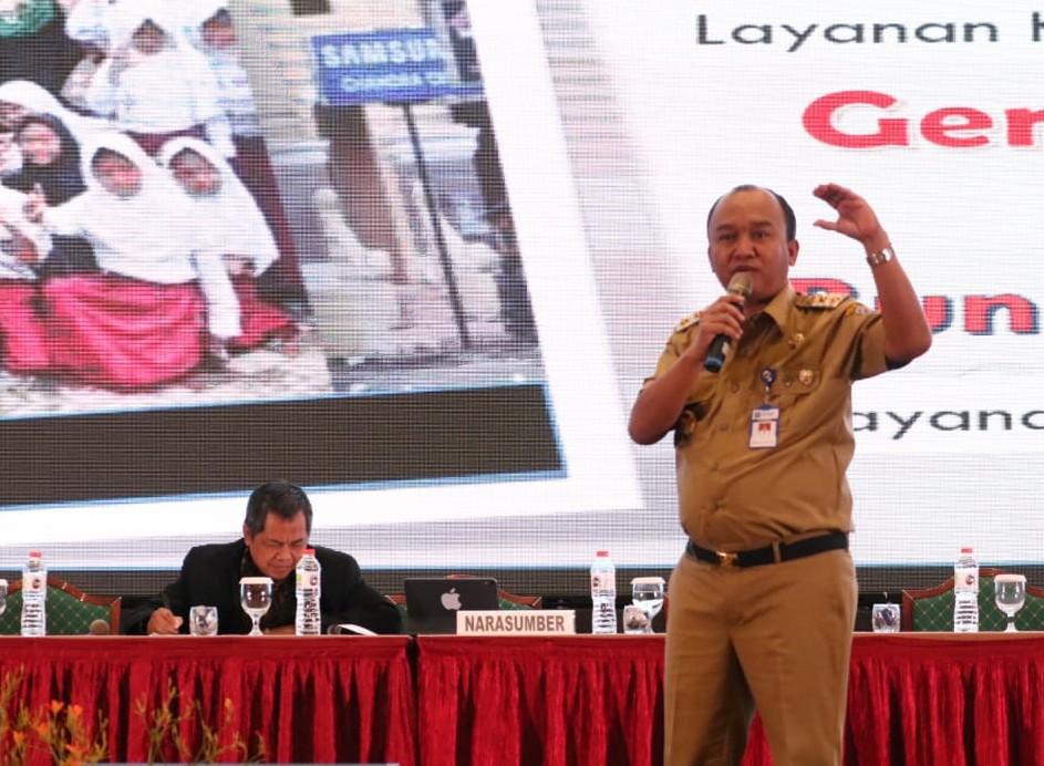 Tampil Dengan Gaya Khas, Wakil Walikota Ini Jadi Bintang di Rakornas Perpustakaan Jakarta
