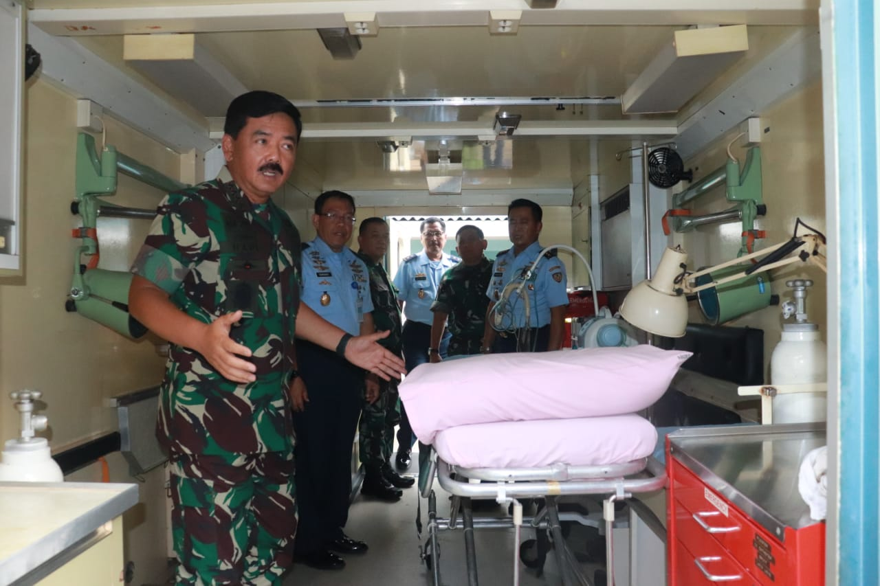Panglima TNI Tinjau Kontainer Medik Udara TNI AU dan Unit Bedah Lapangan