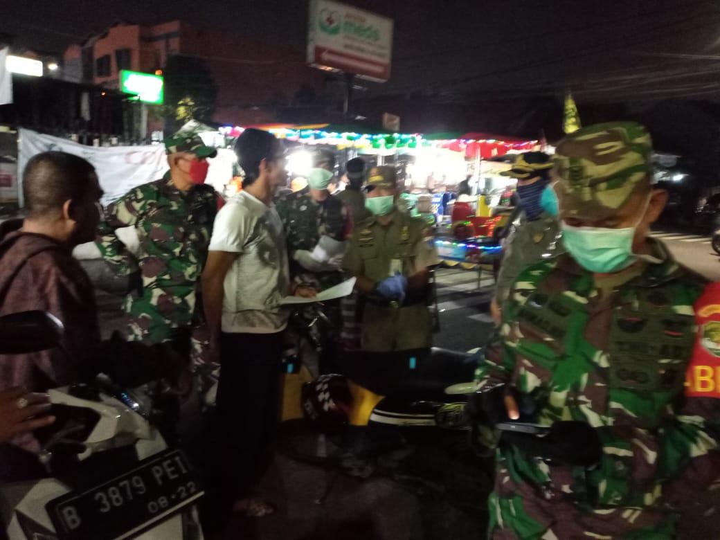 Sosialisasikan Edaran Gubernur DKI, Tiga Pilar Johar Baru Sambangi Warga