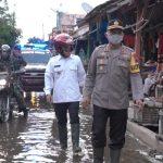Bupati dan Kapolres Batang Bagikan Menu Buka Puasa Untuk Warga Terdampak Banjir di Tengah Pandemi Covid-19