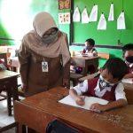 Bupati Tegal Tinjau Pelaksanaan Simulasi Kegiatan Belajar dan Mengajar