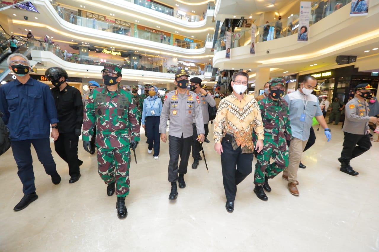 Di Semarang, Panglima TNI dan Kapolri Cek Penerapan Protokol Kesehatan Pasar Karang Ayu