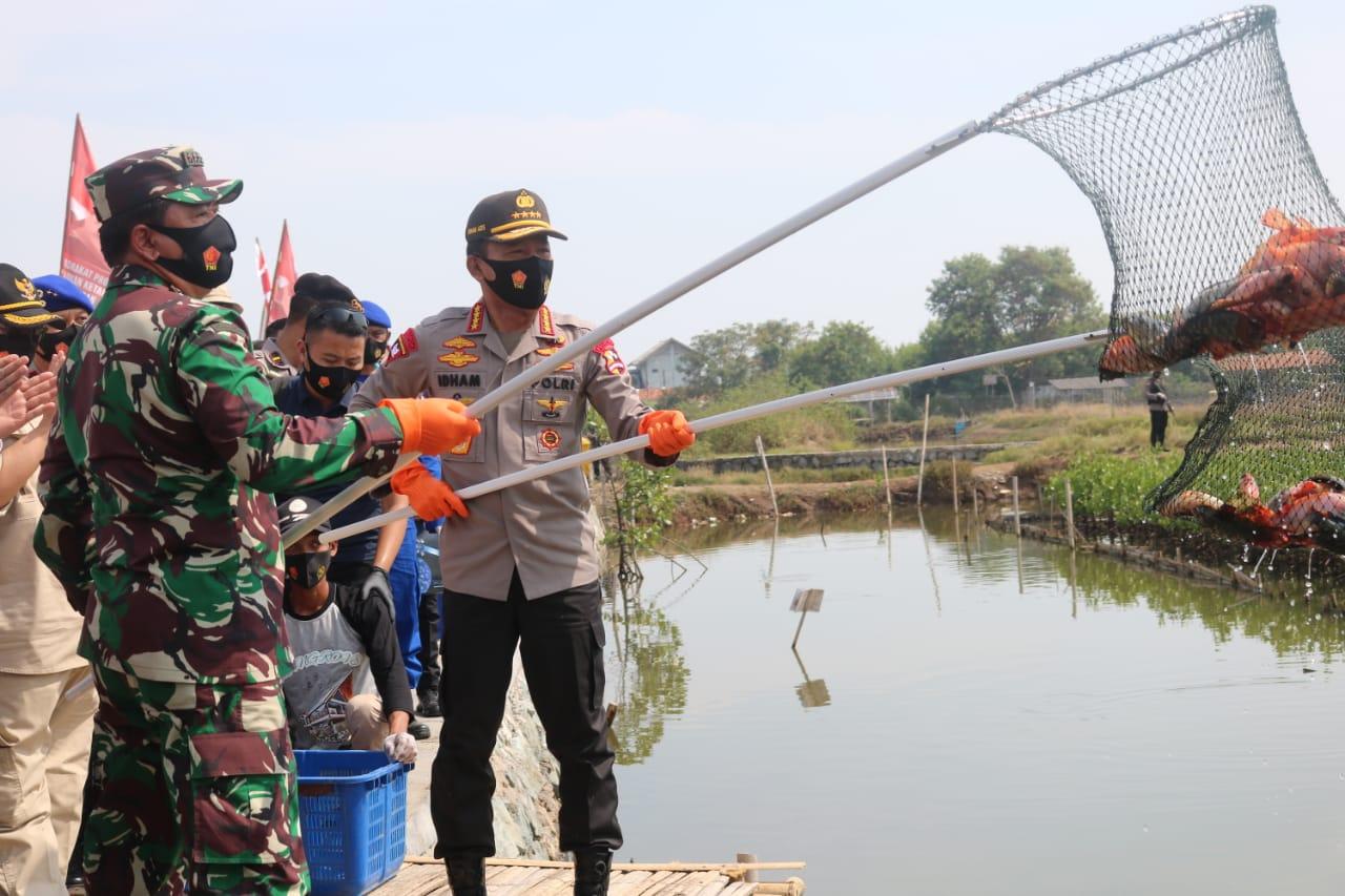 Panglima TNI dan Kapolri, Danrem 052/Wkr Panen dan Tebar Benih Ikan