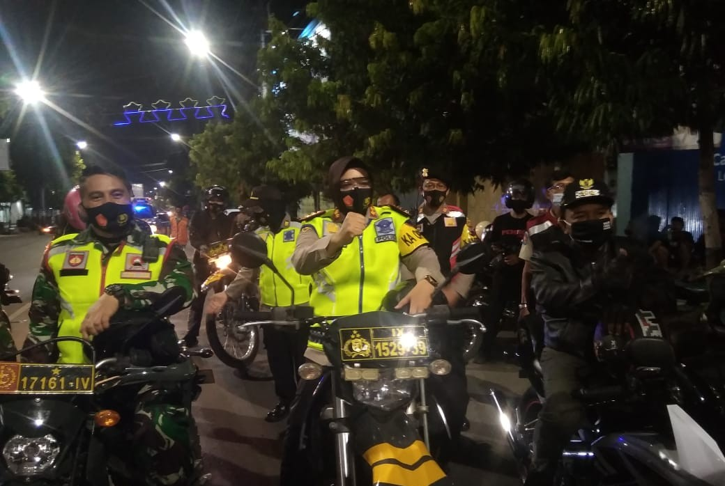 Gunakan Kendaraan Roda Dua, Wakil Walikota Tegal Pantau Penerapan Penegakan Kedisiplinan Protokes