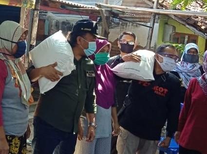 Sambangi Warga, Wawalkot Tegal Launching Bantuan Sosial Beras