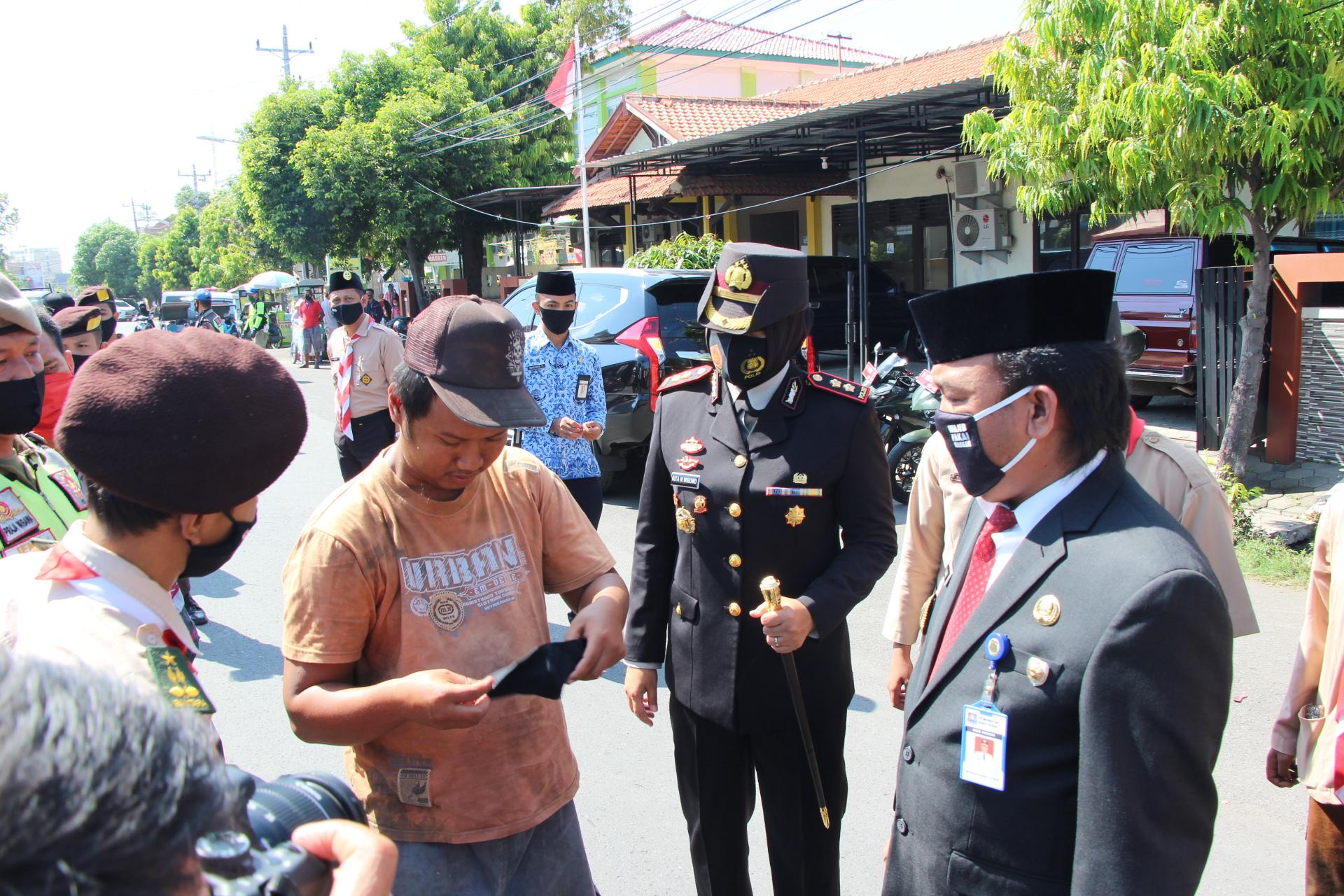 Di Hari Kesaktian Pancasila, Pramuka Kota Tegal Bagikan 1300 Masker