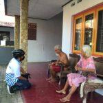 Wakil Walikota Tegal telusuri gang untuk memastikan warganya dan memberi semangat.