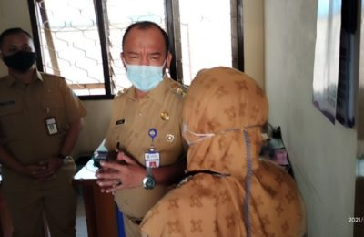 Wakil Walikota Tegal Langsung Cek   lapangan terkait Bansos Yang Tertahan Di kelurahan,